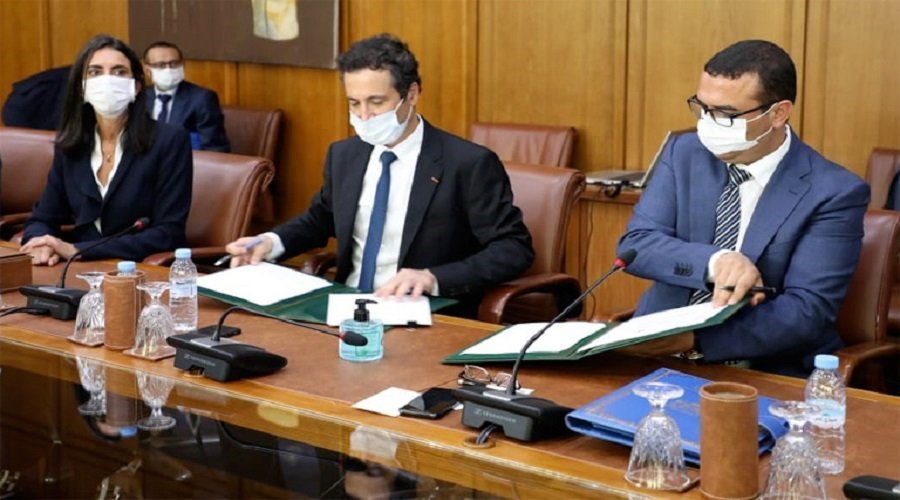 لجنة اليقظة الاقتصادية توقع 5 عقود برامج تهم قطاعات مهمة