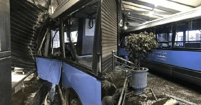 حافلة للنقل الحضري تصطدم بواجهة مقهى بعين حرودة