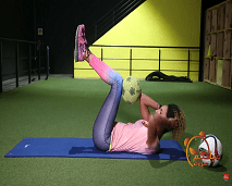 حركات رياضية لشد عضلات البطن بالكرة