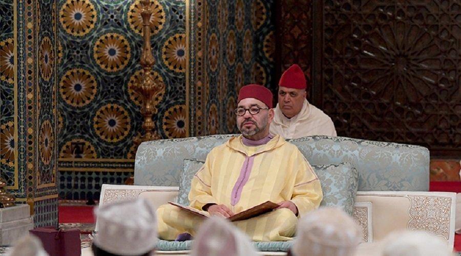 """الملك يسلم جائزة """"محمد السادس"""" للمتفوقات في برنامج محاربة الأمية بالمساجد"""