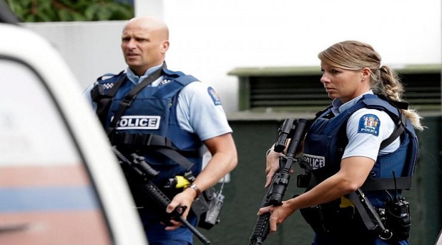 الشرطة الأسترالية تفتش منزلين على صلة بمنفذ الاعتداء الإرهابي بنيوزيلندا