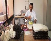 """""""ألف صنعة وصنعة"""" يكشف صناعة أكسسوارات وقبعات من """"الصابون البلدي""""!!"""