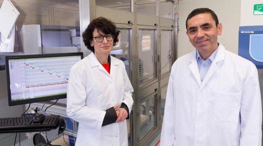 التركي مخترع لقاح فايزر يعلن أنه سيكون أول من يأخذ التطعيم ويعلن عن عودة الحياة إلى طبيعتها في هذا التاريخ