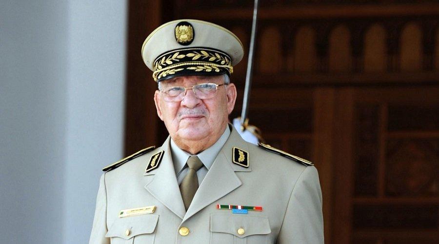 الجيش يطلب من الشعب الجزائري تجنب العنف
