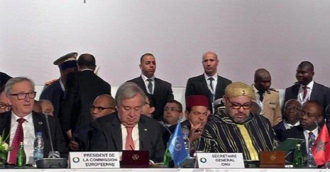 الملك محمد السادس يصل إلى مكان انعقاد القمة الخامسة للاتحاد الإفريقي الاتحاد الأوروبي بأبيدجان