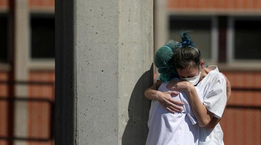 إسبانيا تعلن تجاوز ذروة وباء كورونا وترفع القيود عن بعض القطاعات