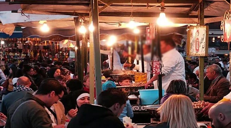 سحب رخصة محل لبيع المأكولات بجامع لفنا بعد تقديمه وجبة لسياح مقابل 5000 درهم