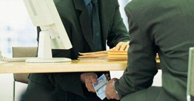 خط التبليغ عن الفساد والرشوة يوقع بأول موظفين ووسطاء في حالة تلبس