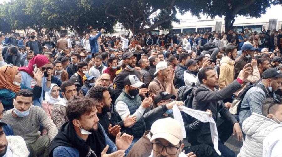 الأساتذة المتعاقدون يتحدون ولاية الرباط والأمن يفرق المحتجين