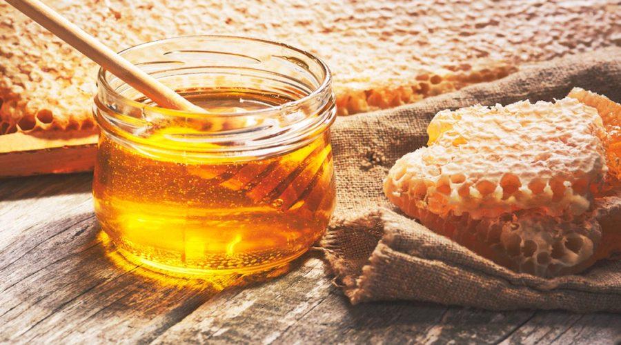 طبيب يحذر: تجنبوا الإفراط في تناول العسل