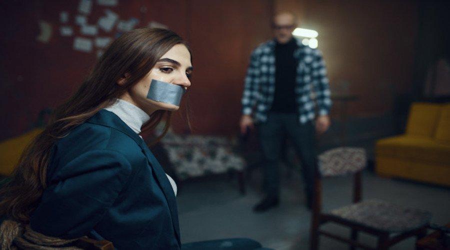 أمريكية تتهم طبيبا باختطافها واحتجازها واغتصابها
