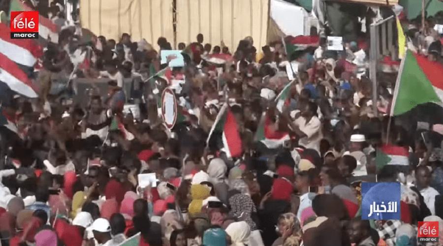 """السودان: المجلس العسكري """"يوافق على أغلب مطالب"""" المحتجين"""