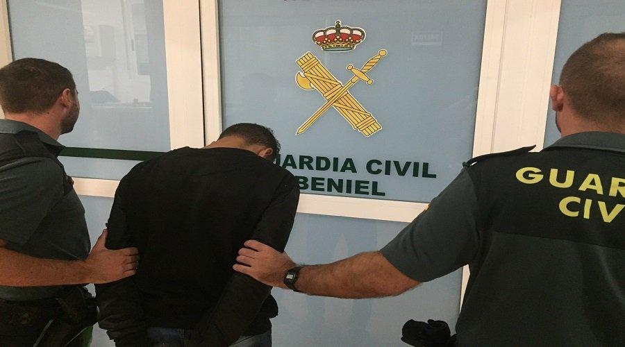 السلطات الإسبانية تحقق في وفاة شاب مغربي بمركز لإيواء اللاجئين تم ربطه إلى سريره