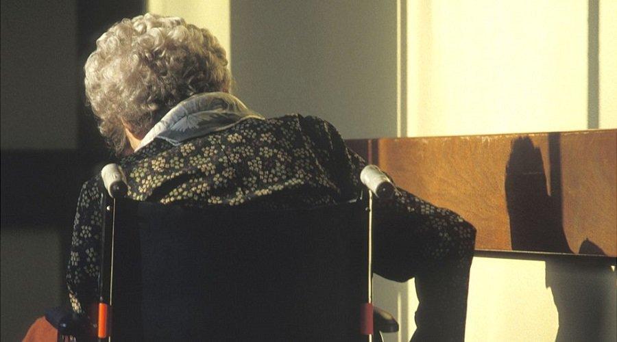 اتهام عجوز يزيد عمرها عن 100 سنة بقتل جارتها في دار للمسنين