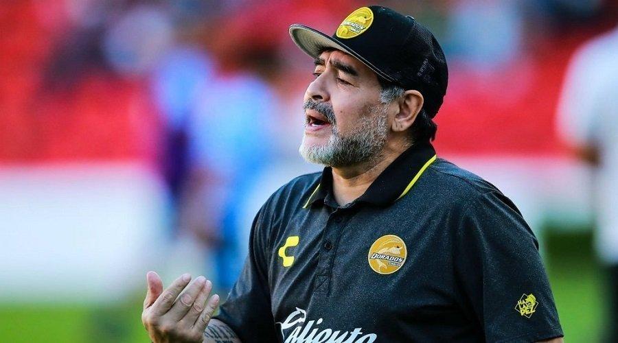 وفاة أسطورة كرة القدم الأرجنتيني مارادونا عن عمر ناهز 60 عاما