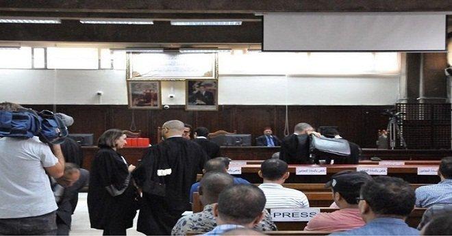 """انطلاق محاكمة معتقلي الحسيمة على إيقاع """"التوتر"""".. والقاضي يأمر بفتح محضر في حق محامية الدفاع"""
