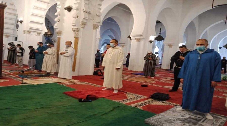 بالصور..هكذا كانت العودة لصلاة الجمعة بمساجد المغرب بعد انقطاع دام 7 أشهر