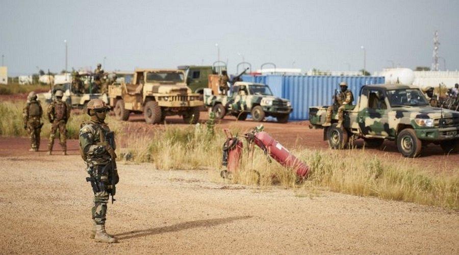 مقتل 16 جنديا في هجوم على قاعدة عسكرية بمالي