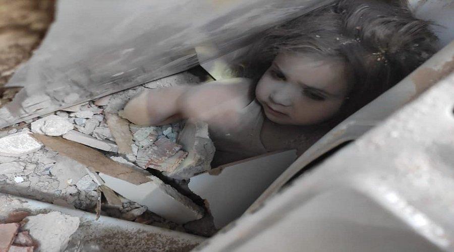 انتشال طفلة ظلت حية تحت أنقاض زلزال إزمير لـ 91 ساعة