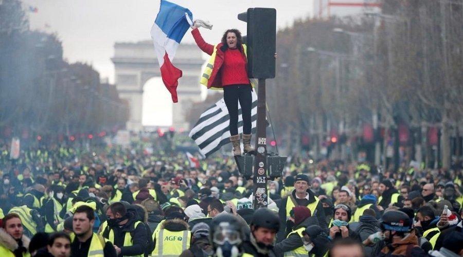 """انطلاق """"الحوار الوطني الكبير"""" لحل أزمة السترات الصفراء في فرنسا"""