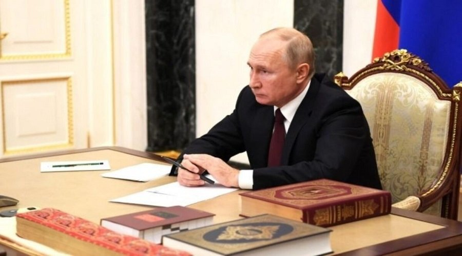 بالفيديو.. الرئيس الروسي يستشهد بالقرآن