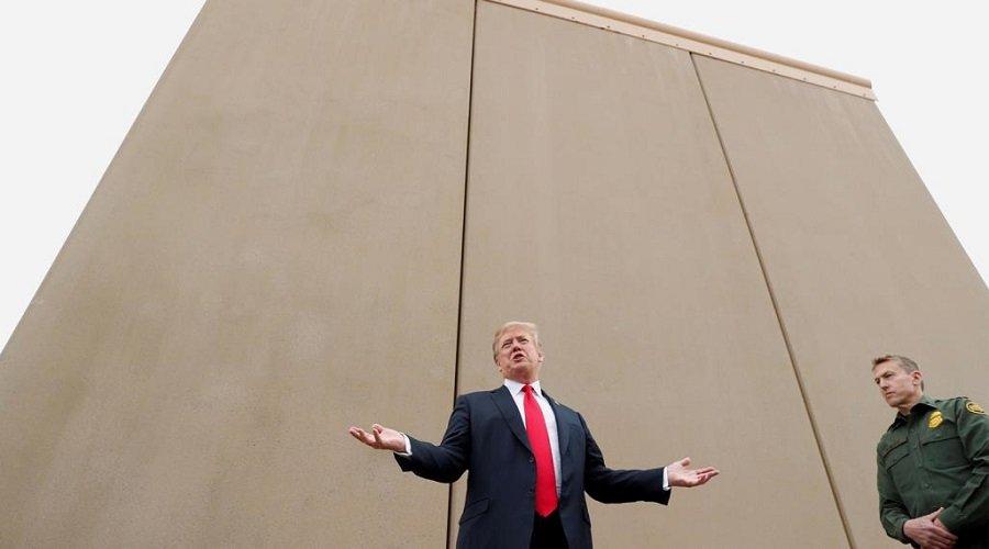 مكسيكيون يغلقون الحدود في وجه الأمريكيين خوفًا من عدوى كورونا ويطالبون ترامب بتنفيذ وعده بتشييد الجدار