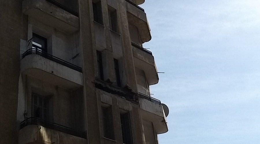 انهيار جزء من شقة يربك حركة السير بشارع محمد الخامس بالبيضاء