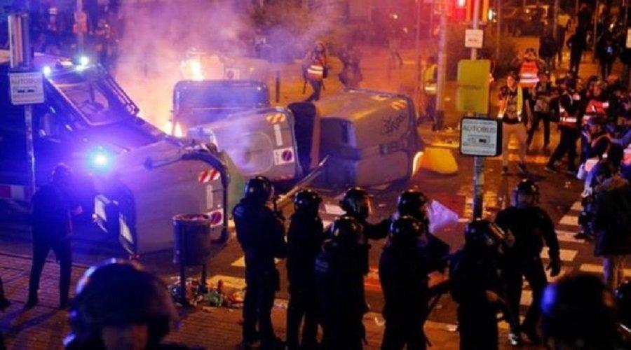 إصابة العشرات في اشتباكات بين الشرطة ومتظاهرين بعد الكلاسيكو الإسباني