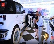 """جولة في متحف السيارات العتيقة """"للشيخ حمد"""" مع نسرين ياحي في برنامج VIP"""