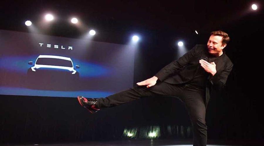هذا الرجل أصبح رابع ملياردير في العالم في يوم واحد..السر في السيارات النظيفة