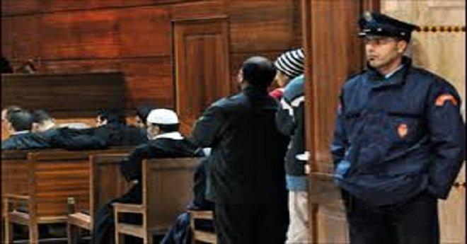 الحكم بالسجن على شرطي بتهمة الاغتصاب والعنف