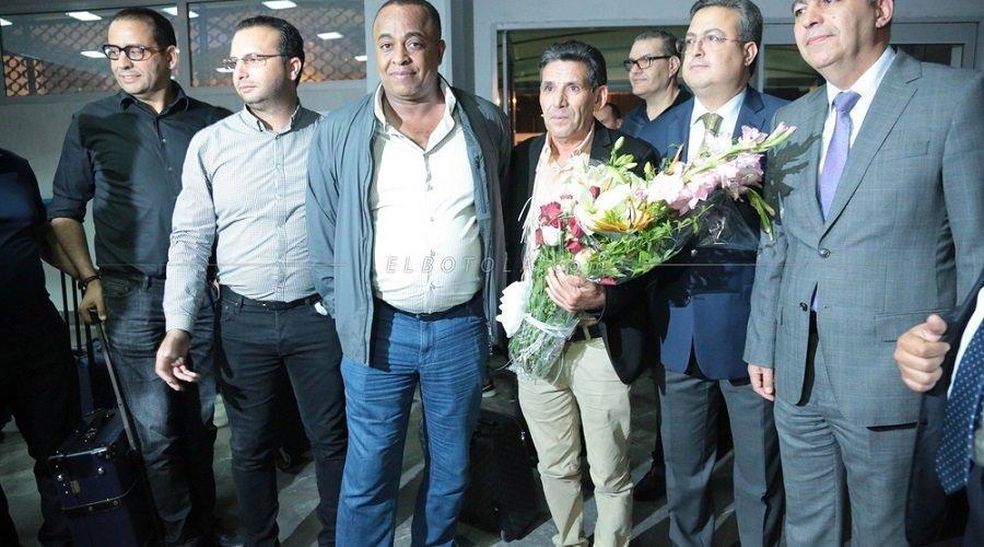 بالصور.. وصول بعثة الوداد إلى تونس استعدادا لمباراة الحسم