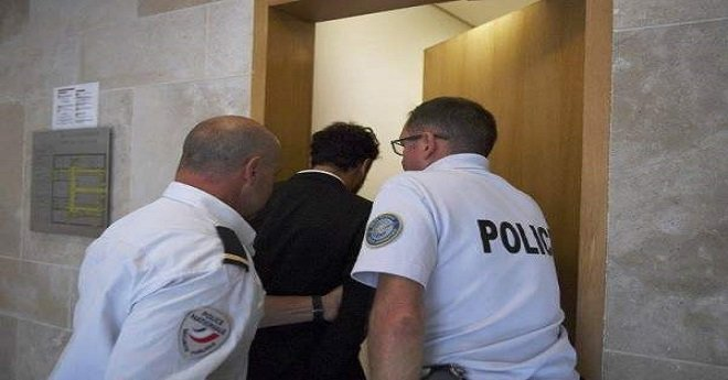 لحظة إدخال لمجرد إلى السجن.. وهذا ما قاله محاميه (صورة)