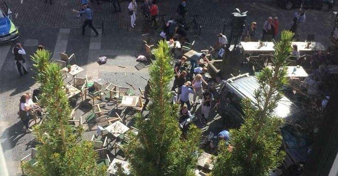 فيديو .. عملية إرهابية بألمانيا، سيارة تدهس راجلين بمدينة مونستر غرب البلاد وسقوط عدد غير محدد من القتلى وأزيد من 30 جريحا.