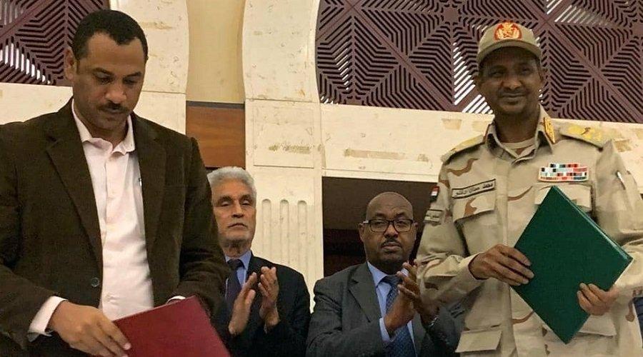 """السودان.. التوقيع على """"الاتفاق السياسي"""" بين المجلس العسكري وقادة الاحتجاج"""