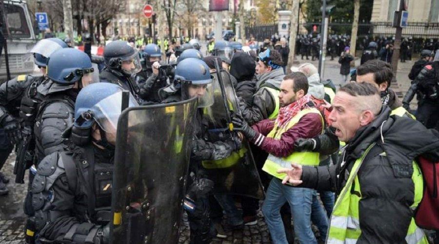 الأمن الفرنسي يعتقل المئات ويُغلق معالم باريس قُبَيل انطلاق الاحتجاجات