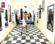 مقاتلون:علي الساكت.. بطل ملاكمة يحاول التوفيق بين مدرج الكلية والحلبة
