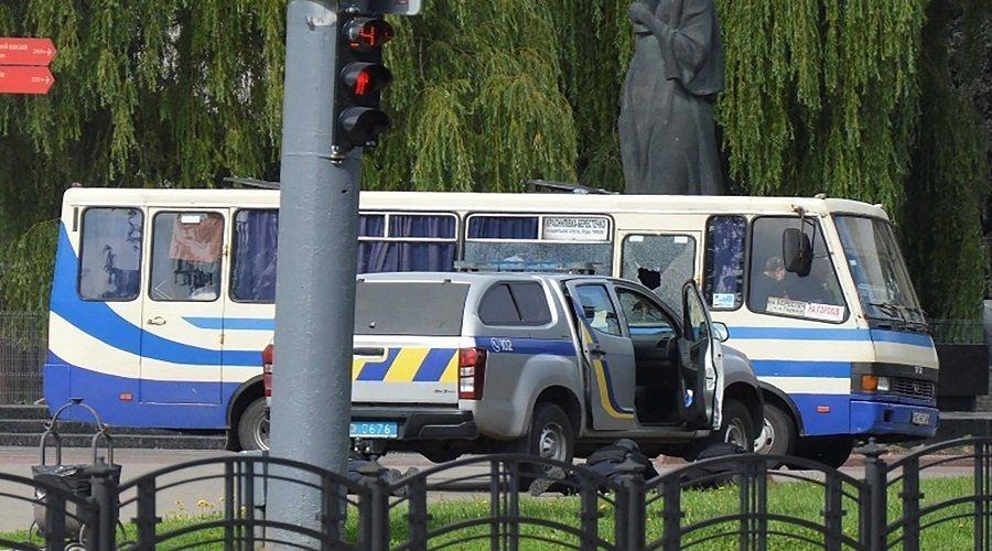 مسلح يحتجز 20 رهينة في حافلة بأوكرانيا ويحدد مطالبه