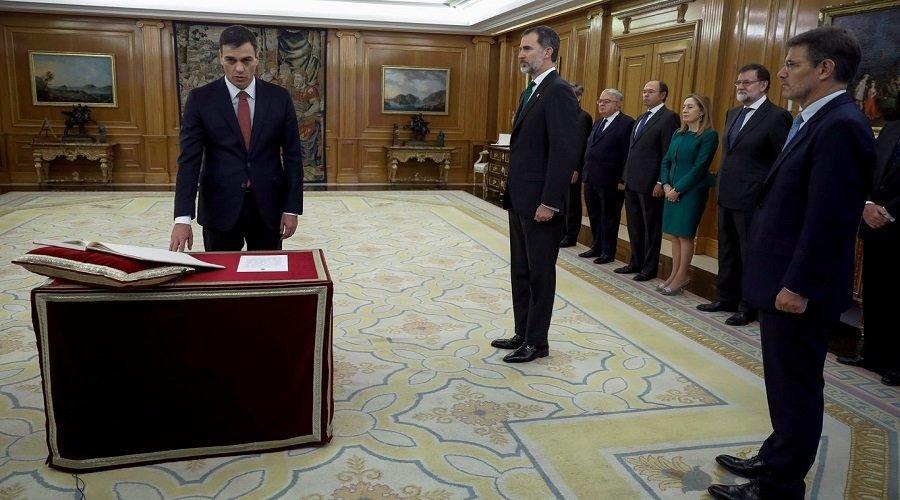بيدرو سانشيز يؤدي اليمين الدستورية أمام الملك