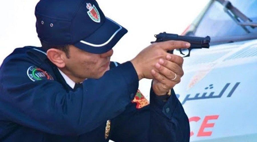 شرطي يشهر سلاحه بمدينة الرحمة قرب الدارالبيضاء