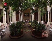 """رياض: جو من الدفئ و الرومانسية في أحضان مراكش وسط """"Villa les orangers """" مع نسرين ياحي"""