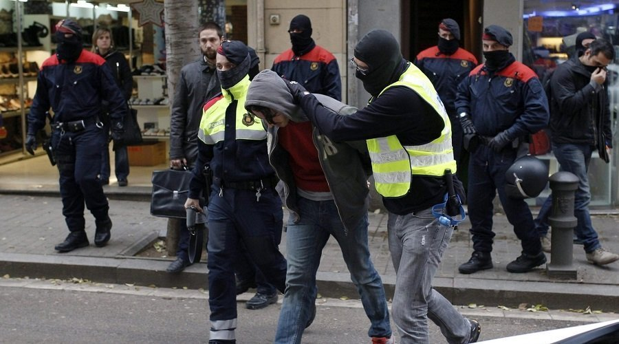تفاصيل اعتقال الأمن الإسباني لـ 14 شخصا من المافيا الإيطالية