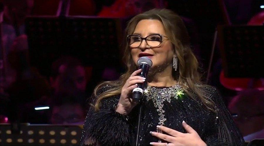 عزيزة جلال تخطف الأضواء في أول حفل لها بعد اعتزال دام 35 سنة