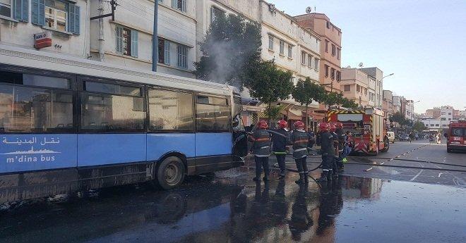 بالصور.. اندلاع حريق بحافلة للنقل العمومي في البيضاء