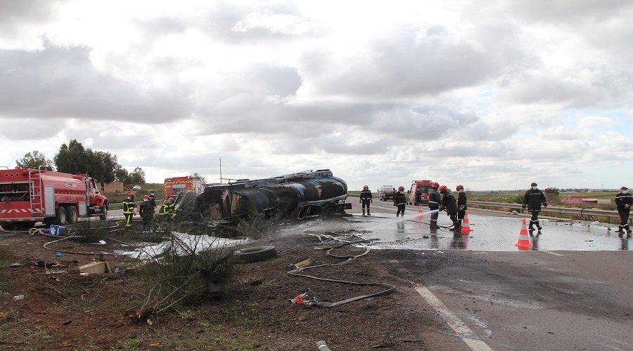 بالصور.. حادث سير خطير يتسبب في انفجار شاحنة لنقل البنزين ومصرع سائقها