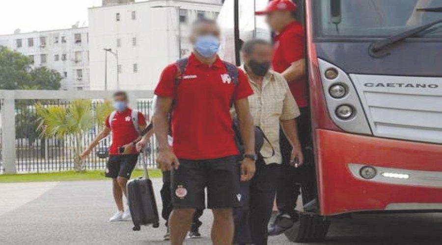 هكذا تسبب لاعبون مصابون بكورونا في تحول مباريات إلى بؤر