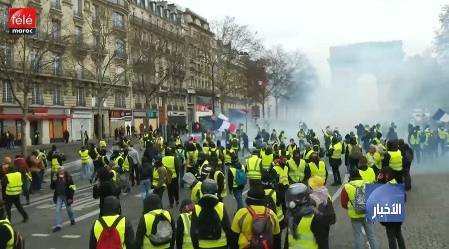 """30 مصابا في احتجاجات """"السترات الصفراء"""" والشرطة تستعين بالقنابل والمدرعات"""