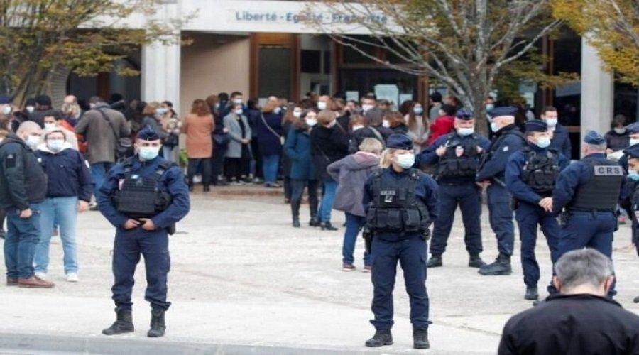 اعتقال 3 نساء خططن لإلصاق 1000 صورة مسيئة للنبي محمد (ص) بفرنسا