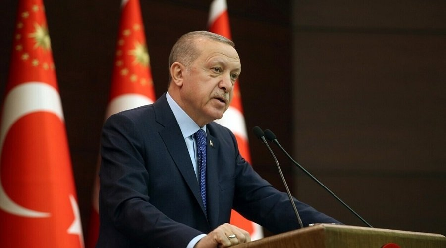 شارلي إيبدو تنشر رسما كاريكاتوريا لأردوغان والأخير يتهمها بالعنصرية