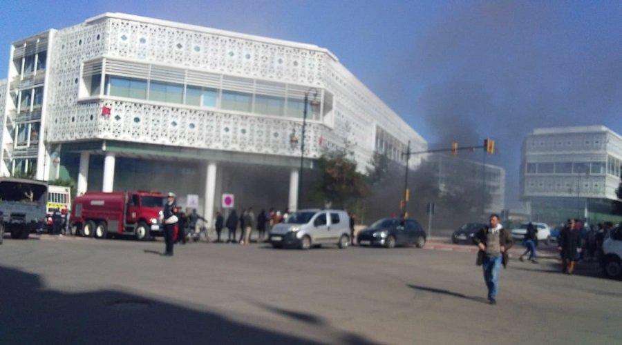 """اندلاع حريق في المركز التجاري """"الرباط سانتر"""" أيام قليلة بعد افتتاحه"""